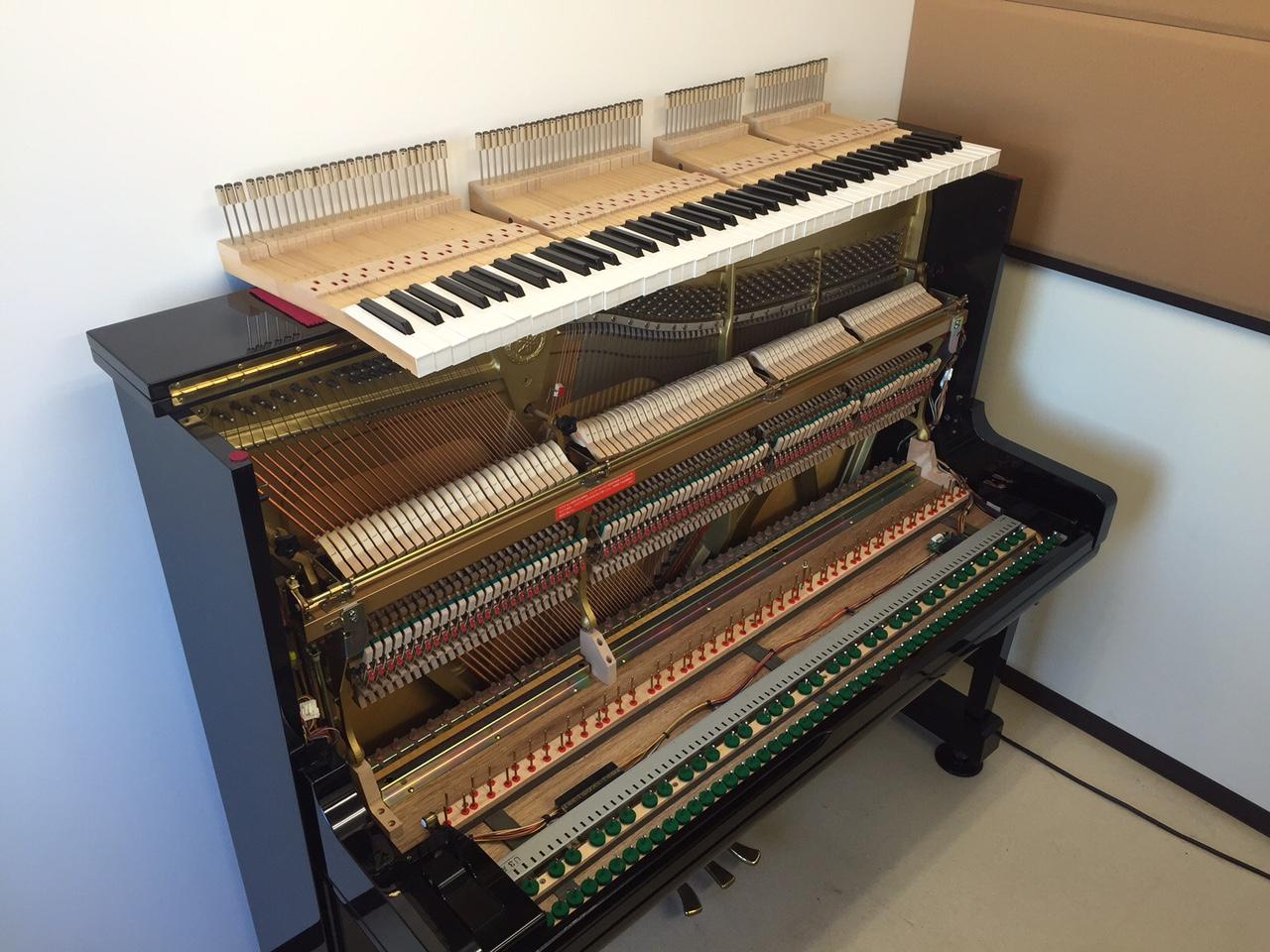 鍵盤が外されたピアノ